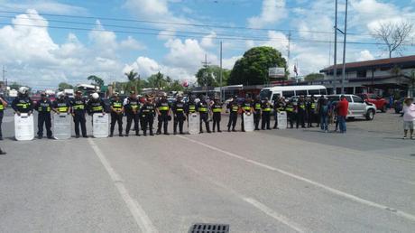 Cordón policial en la frontera de Panamá con Costa Rica