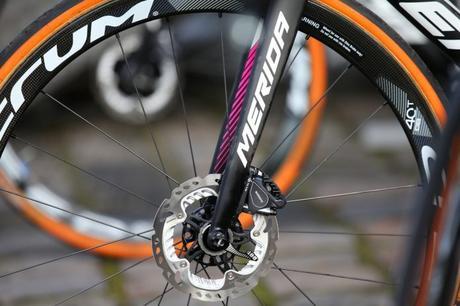 Mientras Ventoso reclama por la lesión de sufrió por el rotor de un freno de disco, en UCI deciden dar fin a las pruebas con este tipo de frenado