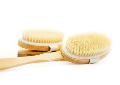 Beneficios del cepillado en seco o body brushing.