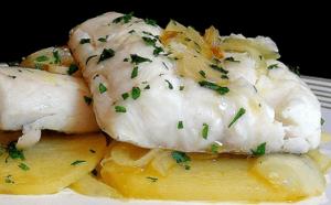 merluza con patatas y cebolla