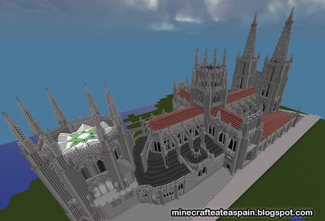 Avance número 4: finalizando los exteriores de la Catedral de Burgos en Minecraft.