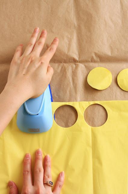 Como hacer pompones para decorar cupcakes