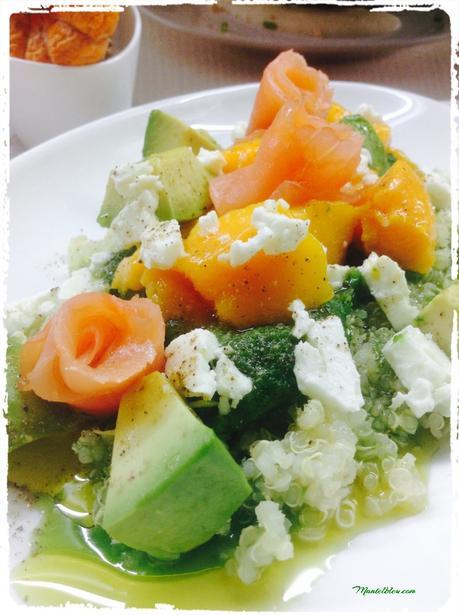 Ensalada de quinoa con salm n aguacate mango y queso feta paperblog - Ensalada con salmon y aguacate ...
