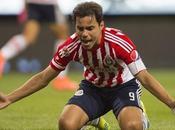 Omar Bravo podría continuar Chivas
