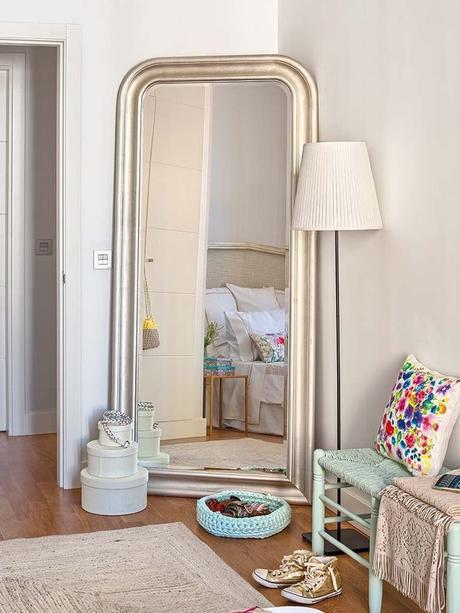 C mo hacerse un vestidor low cost y trucos para ordenarlo paperblog - A que altura colgar un espejo de cuerpo entero ...