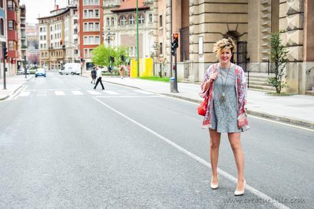 Vestido de encaje y kimono de seda