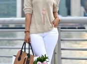 maneras estilosas llevar unos jeans blancos