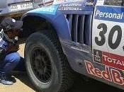 Dakar 2011: Etapa Al-Attiyah Sainz sacan chispas