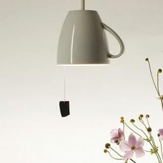 Deco recicla lamparas tazas para cocinas paperblog - Lamparas originales de techo ...