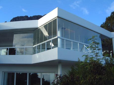ventajas a la hora de cerrar tu terraza con una cortina de cristal