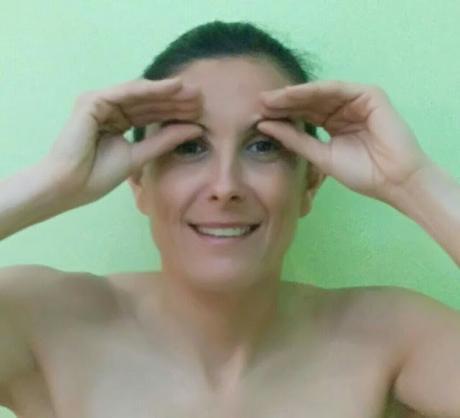 Yoga facial: arrugas en la frente