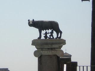 la colina del Campidoglio, subiendo por las escaleras de Miguel Ángel...