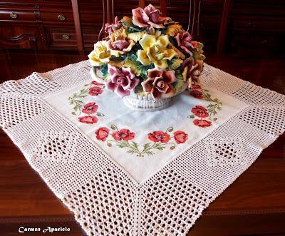 Centro de mesa bordado a punto de cruz y ganchillo paperblog - Centros de mesa de ganchillo ...