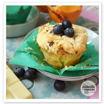MUFFINS DE CHOCOLATE BLANCO Y ARÁNDANOS / BLUEBERRY AND WHITE CHOCOLATE MUFFINS