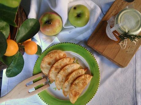 Empanadillas dulces de manzana y mermelada