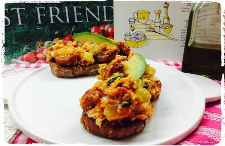 Tosta de revuelto de pepino, lechuga, cebolleta y chorizo. 1