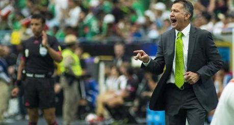 Defensa uruguayo insultó a Juan Carlos Osorio al termino del partido