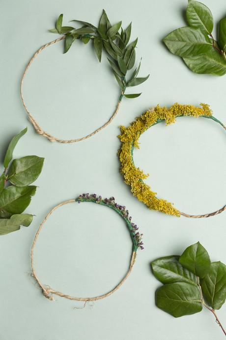 coronas de flores echas a mano