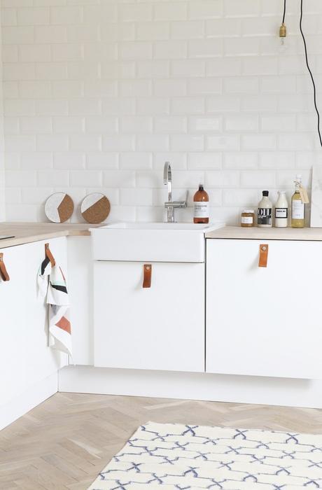 2 cocinas nórdicas con el tirador de moda! ¿Cual te gusta más?