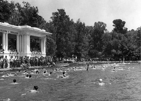 Fotos antiguas: Nadando en el Retiro