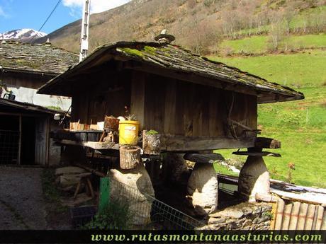 Horreo en Riomolín, Cangas del Narcea