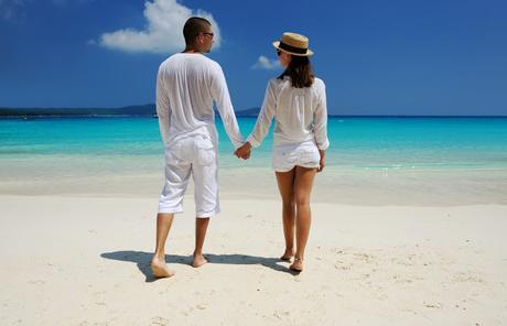 Cerrar los detalles del viaje de novios - Foto: www.invitetoparadise.com