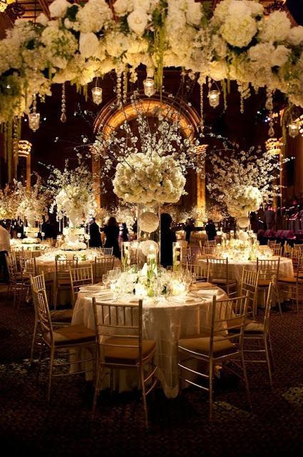 Cerrar la decoración floral e iluminación - Foto: www.chicagonow.com