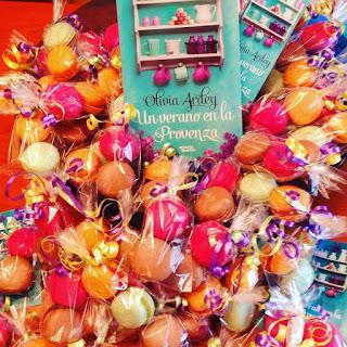Hoy, presentación en Valencia de UN VERANO EN LA PROVENZA con macarons de regalo