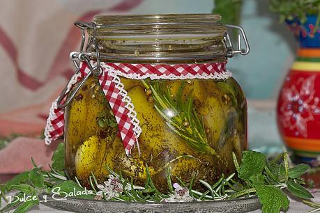 Queso en Aceite y Hierbas Aromáticas