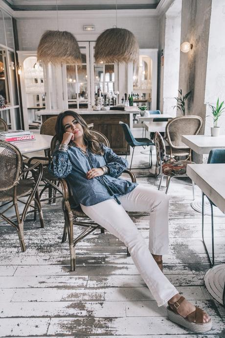 River_Island-Dry_Martina-Boho_Top-Blue_Blouse-White_Jeans-Espadrilles-Outfit-Street_Style-52