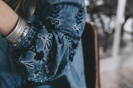River_Island-Dry_Martina-Boho_Top-Blue_Blouse-White_Jeans-Espadrilles-Outfit-Street_Style-14