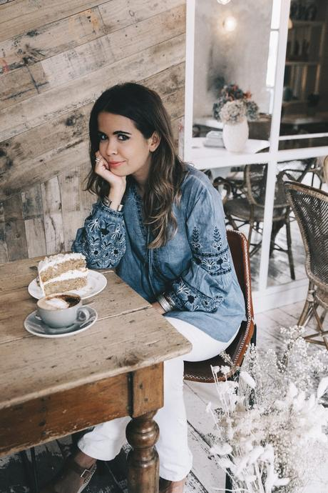 River_Island-Dry_Martina-Boho_Top-Blue_Blouse-White_Jeans-Espadrilles-Outfit-Street_Style-9