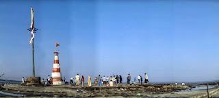 Milagrosa templo de Shiva situado cerca Bhava Nagar en el Mar Arábigo en Gujarat