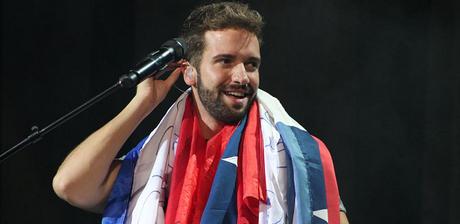 [INFO+VÍDEO] ¡Así recibieron las fans a Pablo Alborán en su llegada a Chile!