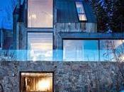 Casa montaña rústica piedra, acero madera.