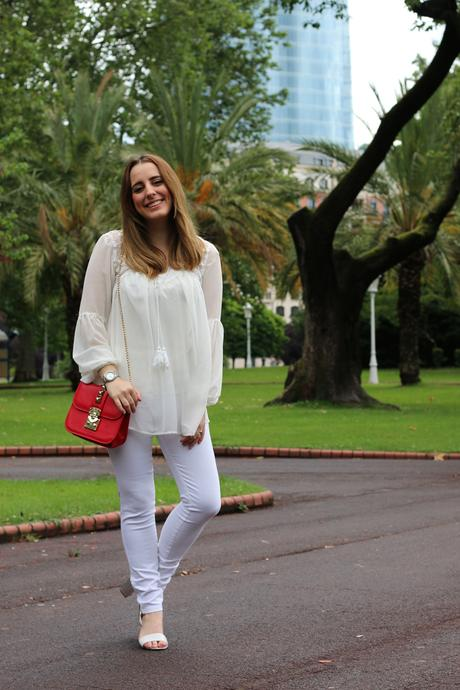 Un look total white para verano