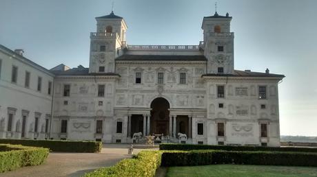 De como una casita de campo romana, acabó siendo la Villa Médicis, la Academia de Francia en Roma.