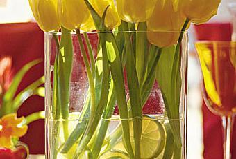 Centro de mesa con flores y limones paperblog - Centros de mesa con limones ...