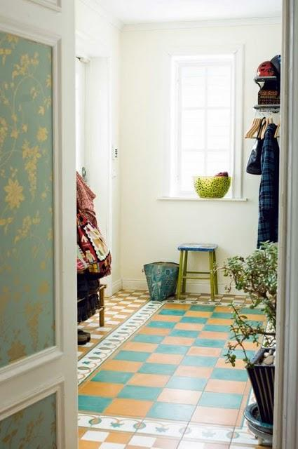 Muebles pintados manos a la obra paperblog - Forrar armario con papel pintado ...