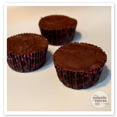 CUPCAKES DE CHOCOLATE Y CEREZA / CHERRY AND CHOCOLATE CUPCAKES