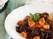 Espaguetis nero sepia mejillones gambas
