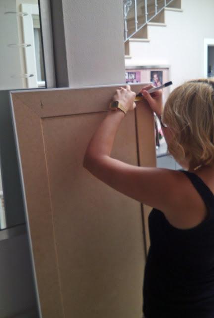 Mi dormitorio parte ii como colgar un espejo grande de for Como colgar un espejo grande en la pared