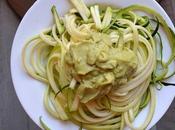 Espaguetis calabacín crema aguacate