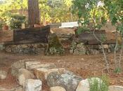 Banco piedra traviesas madera lilar (II) acabado