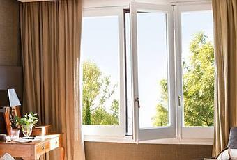 Cortinas con textura de seda natural para un dormitorio for Cortinas dormitorio principal