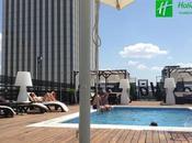 Llega ´summertime´, disfruta piscina mejores vistas [Hotel Holiday Madrid Bernabeu]