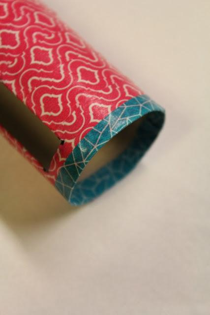 Como hacer un soporte para tu celular usando rollos de carton