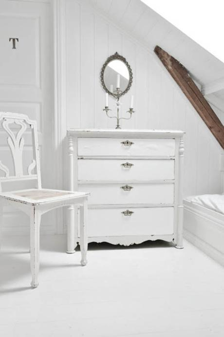 Ideas para decorar con muebles pintados en blanco paperblog - Decorar muebles blancos ...