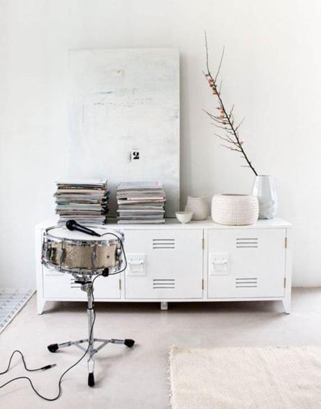 un frío mueble de metal resulta más cálido pintado en blanco, más