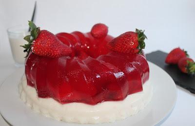Gelatina light de yogur y fresas